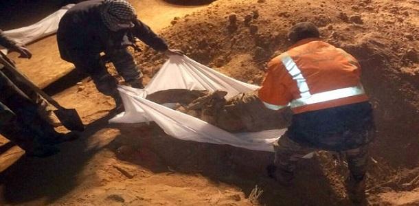 العثور على مقبرة جماعية لضحايا  داعش  في ريف الرقة الغربي